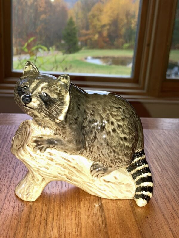 Vintage Beswick Raccoon on a Log Figurine #2194 Excellent Condition 1968-1972