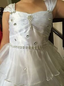 Gorgeous white dress great for flower girl and communion size 08 London Ontario image 4