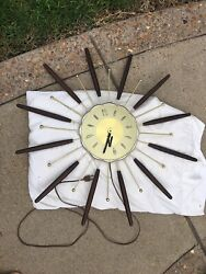 Vintage Atomic Starburst/Sunburst Mid Century 1963 Robertshaw Lux Wall Clock