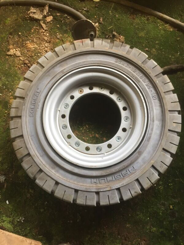 25-7x12 Solideal Forklift Tire Non Marking Magnum With Rim