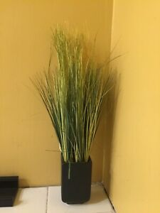 2 Fausses plantes/ artificial plants
