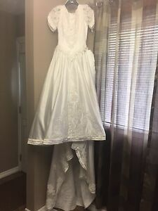 SZ 8 Beautiful White Wedding Dress
