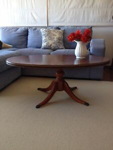 Beautiful oval coffee table with turned legs Lilli Pilli Sutherland Area Preview