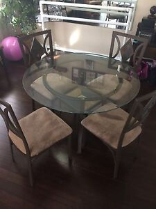 Round glass kitchen/dining table plus 4 chair- so beautiful