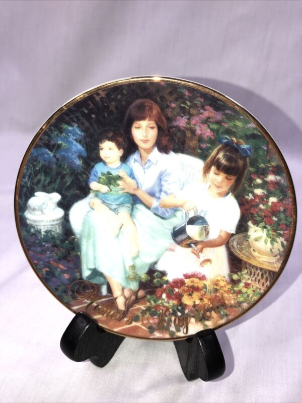 "2001 Avon Mothers Day Porcelain 5"" Plate 22k Gold Trim ""Blossom"