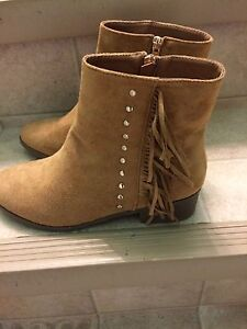 Size 8 ladies bootees, new
