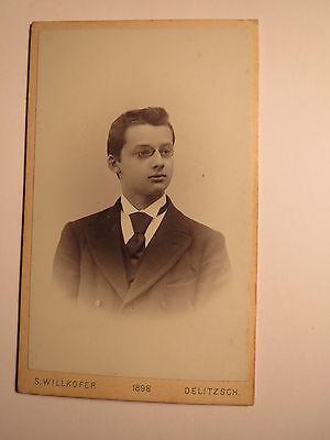 Delitzsch - 1898 - junger Mann mit Zwicker im Anzug - Portrait / CDV
