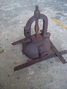 vecchia-pompa-immersione-attrezzo