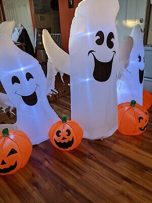 Halloween Ghosts For Yard (B.N.X Halloween 7 Ft Inflatable Ghosts and Pumpkins Decoration for Home)