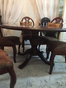 Great condition Bombay dinning set
