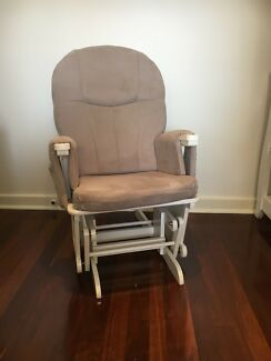 Nursery Feeding/Rocking Chair & ottoman in excellent condition
