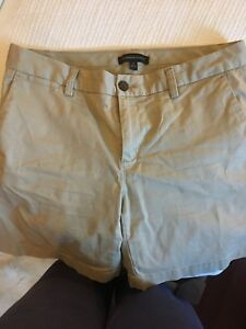 Banana Republic Khaki Shorts — size 6