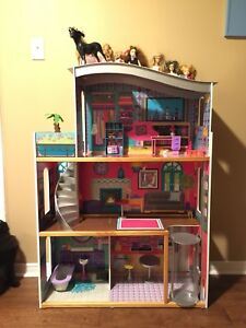 Barbie dollhouse with elevator – includes dolls & clothes