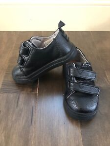 Toddler boy shoes size 6 dress - new like condition