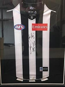 OFFICIAL FRAMED AND SIGNED COLLINGWOOD JERSEY Sunbury Hume Area Preview
