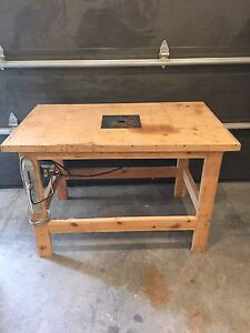 Rockwell router with table and safety switch