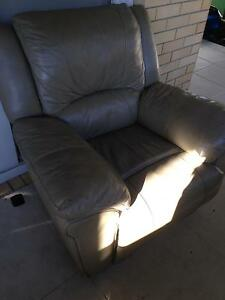 2x recliner armchairs Labrador Gold Coast City Preview