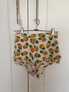 Pinapple Flowy Shorts (Size 6) Killarney Heights Warringah Area Preview