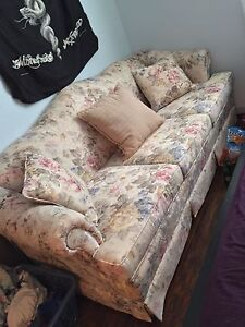 Comfy Couch NEED GONE ASAP