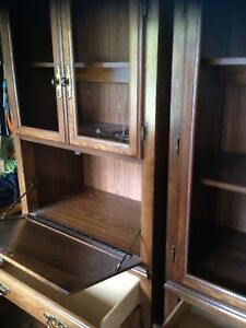 2 hutch with light and desk no pet smoke $30 Oshawa