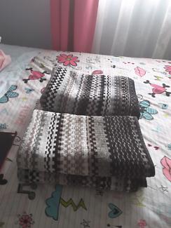 4 x Home maker bath towels