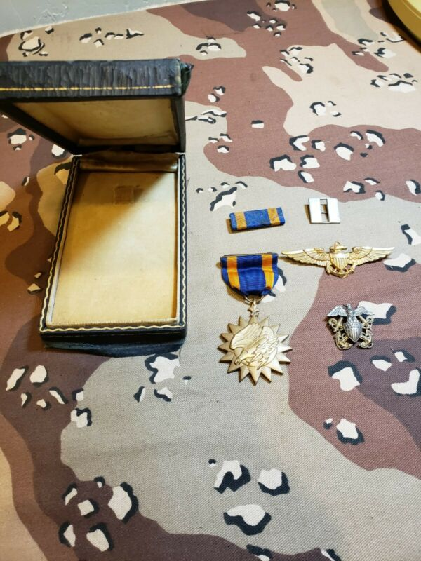 WWII USN USMC Air Medal With Case And Insignia Grouping