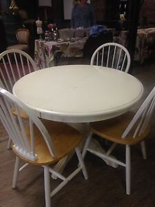 Pedestal Table/4 Chairs