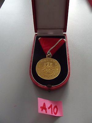 (SchBü-A10) Goldene Medaille für Verdienste  Österreich am roten Band im Etui