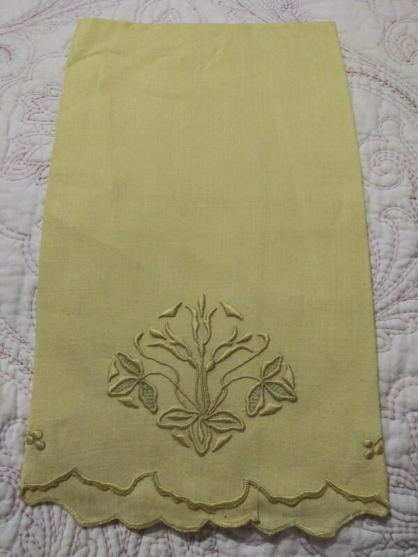 """Gorgeous Floral Design Madeira or Silk Society Embroidered Linen Towel 21""""x15"""""""