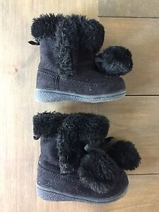 Black boots size 5 toddler girl