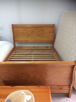 Queen size timber sleigh bed