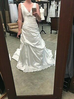New Bridal Gown Impression Wedding Dress 12515 Fit and Flare Size 6 DiamondWhite Floor Length Ruched Satin