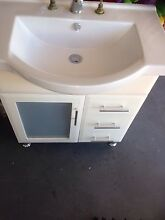 750 mm vanity $150 Regents Park Auburn Area Preview