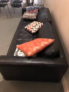 Stylish leather 3 seater couch in great condition