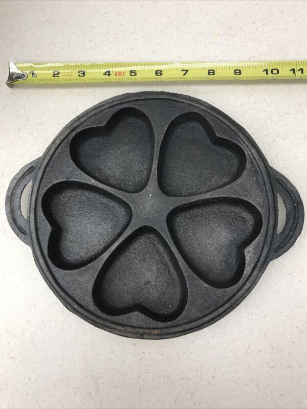 Vtg Cast Iron Hearts Valentines Cookie Cornbread Cake Mold.  T