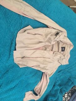 Size 6- fits 8 $8 Westminster Stirling Area Preview