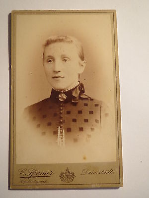 Darmstadt - junge Frau im Kleid - Portrait / CDV