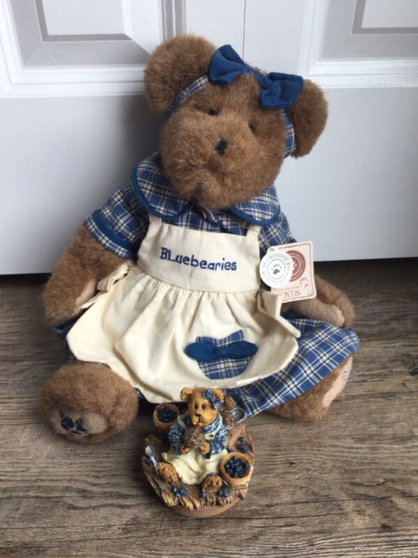 """Collaboration: Boyds Bear """"Muffin B. Bluebeary"""" + Yankee Candle Candle Topper"""