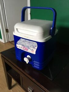 IGLOO small beverage cooler with spout