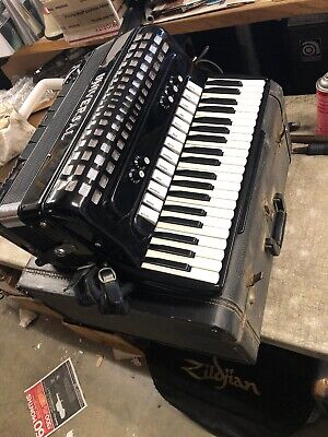 Universal Professional Electric Accordion w/ 13 treble switches full size w/Case