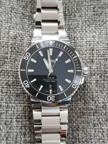 ORIS Aquis Date Dive Watch. Black Dial. Great Condition. Boxed, Warranty Card - watch picture 1