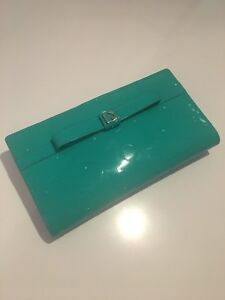 ** AUTHENTIC ** Kate Spade Wallet - Bright Green