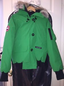 Canada Goose Female Jacket Green Rare Find Brand New Tag On