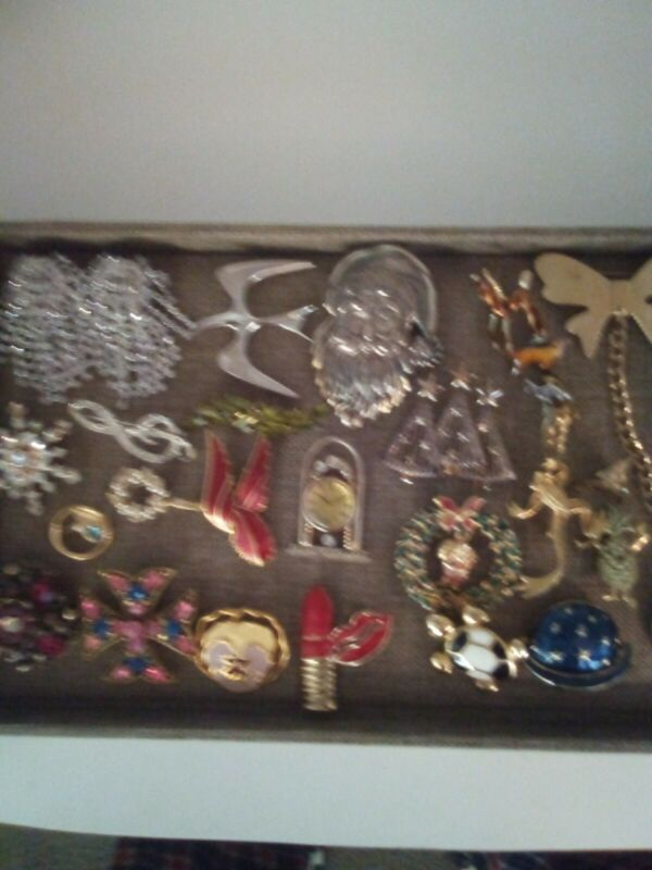 Antique Vintage to mod Brooch,pin  Lot Unresearched  Estate Buy some are Signed