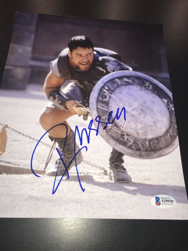 RUSSELL CROWE SIGNED AUTOGRAPH 8x10 PHOTO GLADIATOR ACTION BECKETT COA AUTO NY G