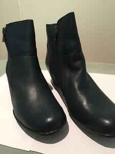 LADIES NAVY BLUE BOOTS Cromer Manly Area Preview
