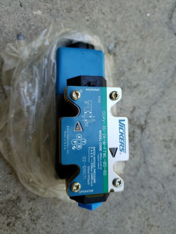 Eaton Vickers Directional Control Valve DG4V-3S-2A-M-FTWL-B5-60 (110v coil) new!