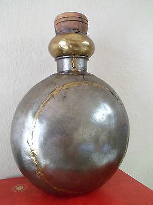 MAGNIFIQUE ANCIENNE Grande gourde à eau en métal. Rajasthan. Inde. XIXème