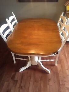 Dining room set: pedestal table, high quality, great condition!