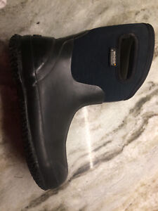 Women's size 7 or men's size 5 bogs winter boots